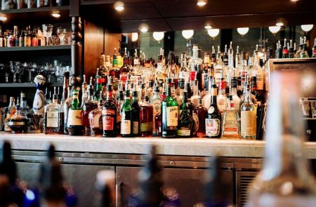 Photo for: This Alcohol Delivery platform wants you to discover which restaurants and bars around you are delivering.